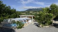 coin piscine et terrasse couverte